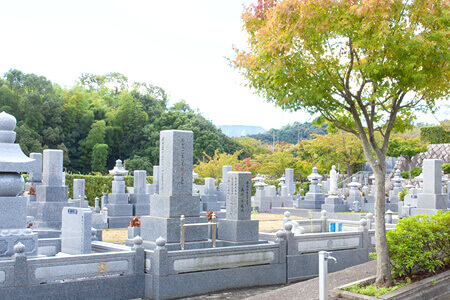 背中合わせの墓所はなく、全区画が吉相の東南向き