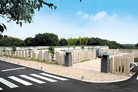 バリアフリー設計で幅広い歩道の新区画「はなみずき」